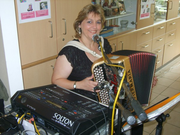 erika20110619sptja1accordeon.jpg